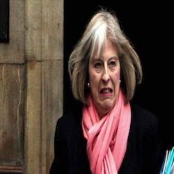 Regno Unito: Theresa May continua a perdere pezzi.